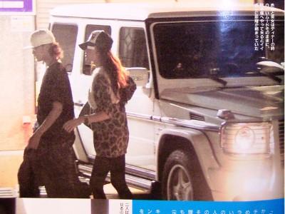 元KAT,TUNメンバーでありチャラ男代表の赤西さんは白のゲレンデ。美女とディナーデートしているところを激写されています。